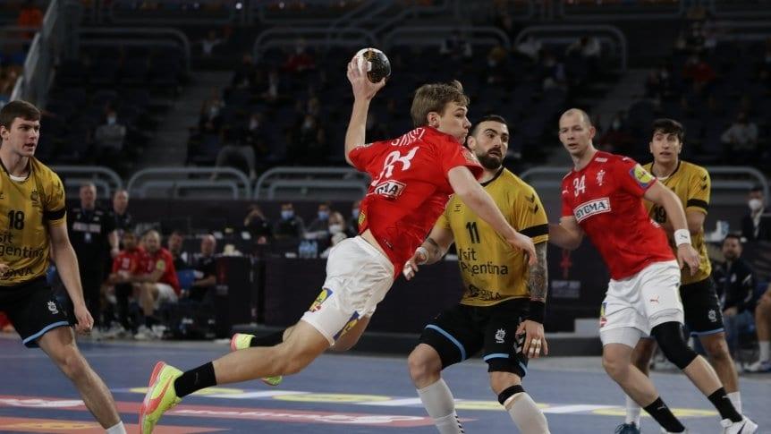 Mundial de Handball: Argentina no pudo con Dinamarca: Los Gladiadores hicieron un gran primer tiempo, pero cayeron por 31-20 ante el vigente campeón olímpico y mundial. https://t.co/VuSRunaTqV https://t.co/BDbiDc4GmM