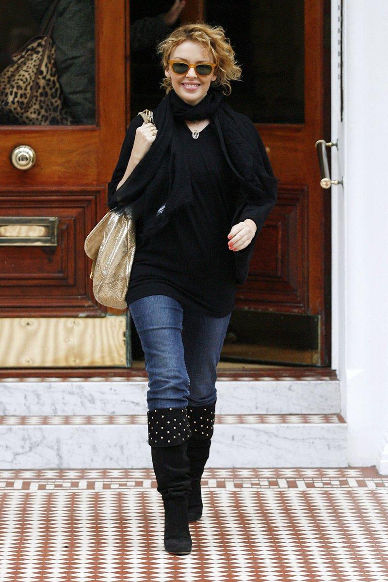 19.01.2010 | Kylie in London 🇬🇧 >> 7 HQ Photos:  #KylieMinogue #Throwback #KylieMedia