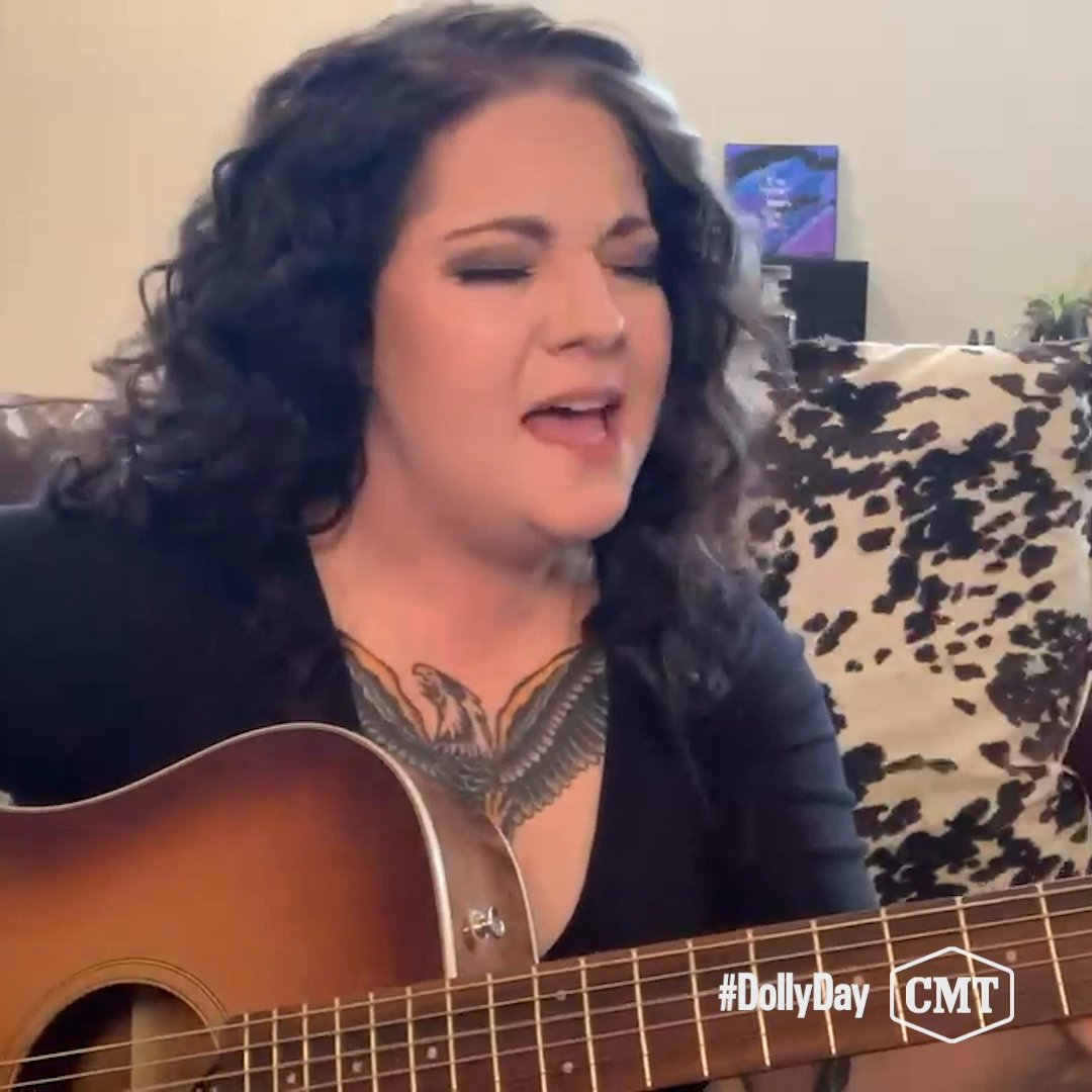 .@AshleyMcBryde gives us a PERFECT rendition of one of her favorite @DollyParton songs 🎸 #DollyDay