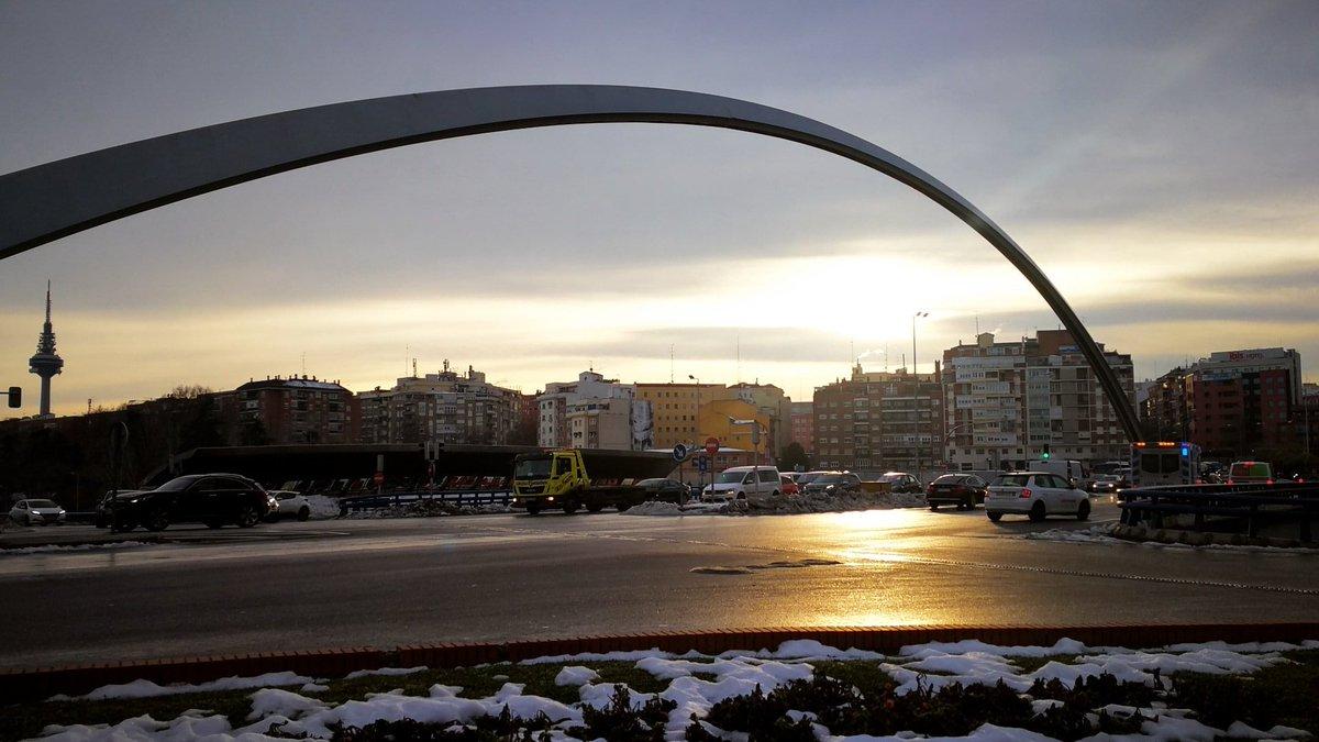"""""""No veo la miseria que hay, sino la belleza que aún queda"""". Ana Frank #Madrid #MadridNevado"""