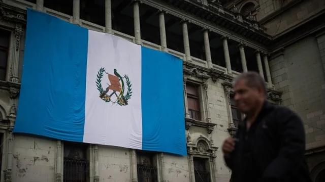 Guatemalan security forces break up Honduran caravan headed to US