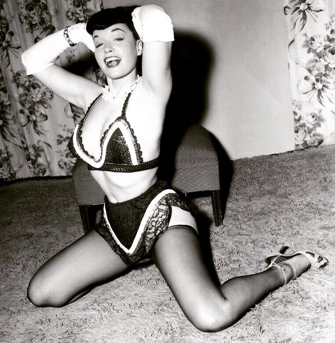 Don't everyone's house clothes look like this? 😜❤️  #bettiepage #irvingklaw #pinup #1950s #lingerie #pinupmodel