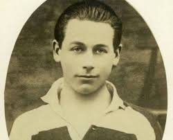 #OnThisDay 1902 Kevin Barry was born in Dublin. Barry, a medical student & IRA Volunteer. He had raided for arms & ambushed soldiers, when he was captured & sentenced to death. Barry was the first republican to be executed since the Easter Rising. He was 18. #Ireland #History