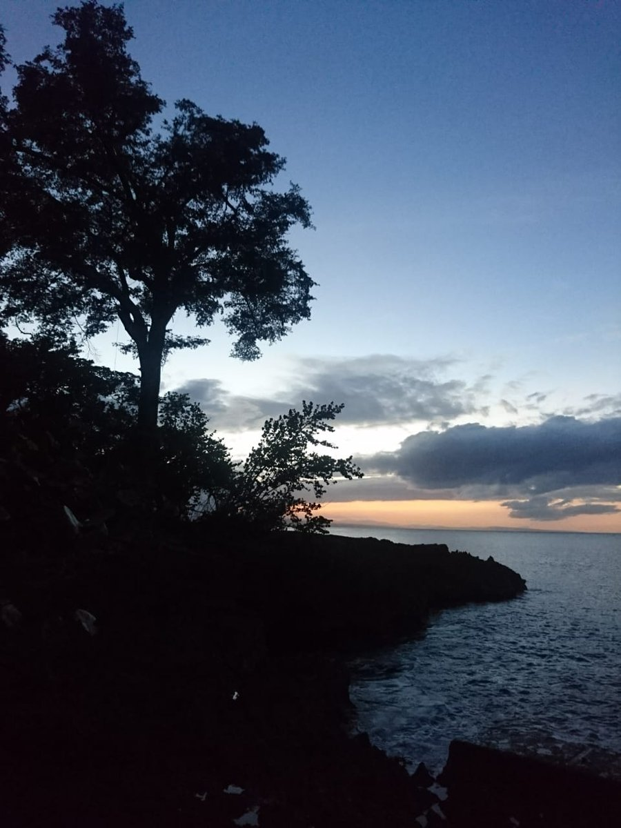 Those romantic evenings that goes on and on. #travellers #AtlanticOcean #love #happylife #summer #wanderlustXL #Sunset #Sky #WeekendFeeling #travel #Traveler #Wanderlust #travelphotography #TravelBlogger #Trekking #TravelExperience #TailorMadeTravel