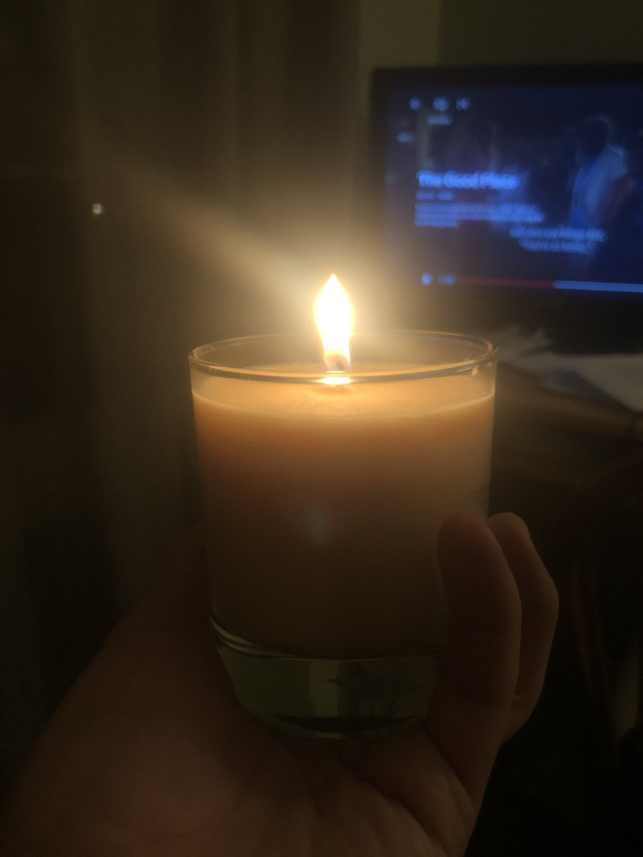 I still cry when I hear the CBS Nightly News theme and see Norah O'Donnell over how many Americans have died due to Covid. January 19, 2021. Light a candle in a day of remembrance and that the light is here with Biden in tomorrow. 🕯💙💛💚 https://t.co/YKhiJ3tX1g