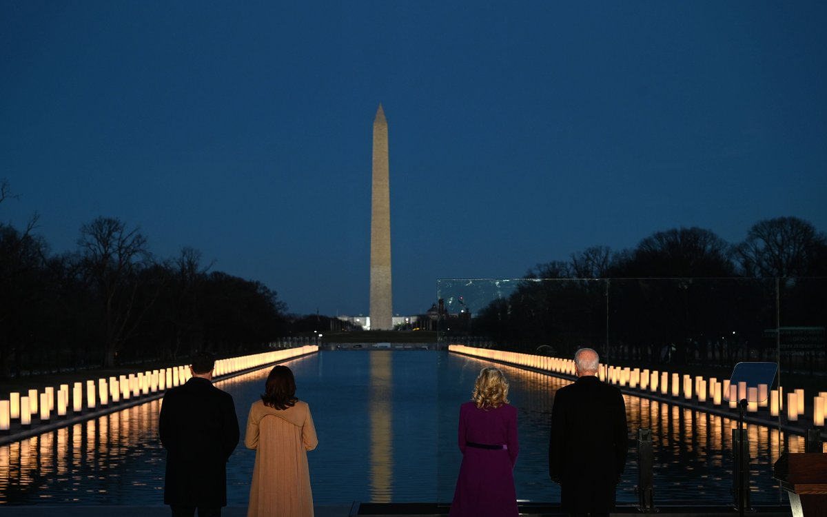Incoming second gentleman Doug Emhoff, VP-elect Harris, incoming first lady Jill Biden, and President-elect Biden watch as a Covid-19 Memorial is lighted at the Lincoln Memorial in Washington on January 19, 2021 to honor the lives of those lost to Covid-19.  📸: Jim Watson / AFP