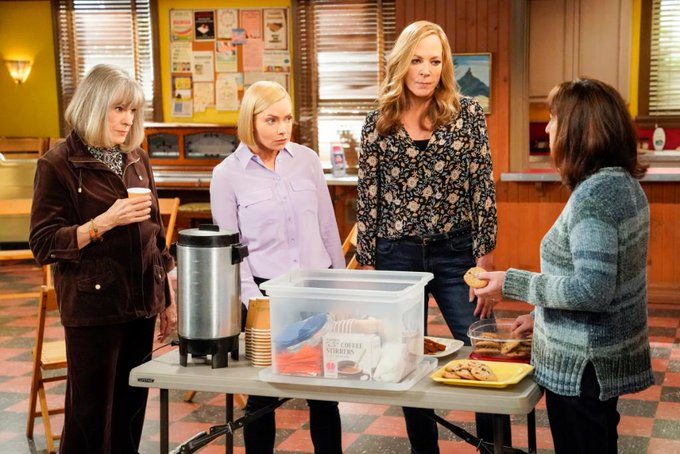 Get a plate of cookies ready—#Mom is #Back with a brand-#NewEpisode this #Thursday! 🎉