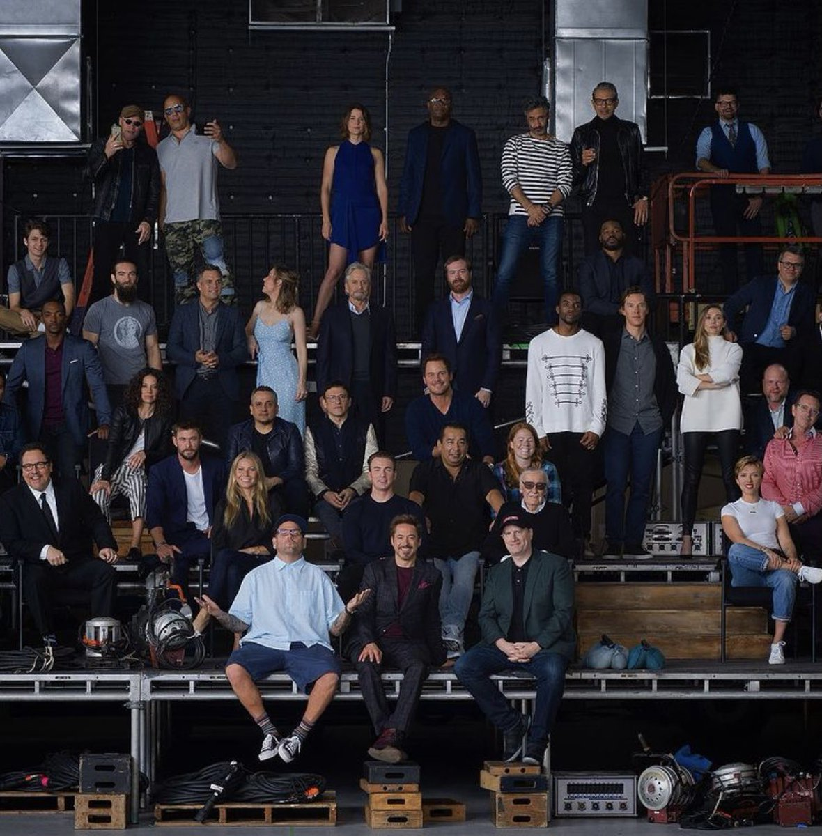 Jimmy Rich shared this throwback pic from that epic Marvel family photo shoot. I'd give anything to sit where he's sitting. So many wonderful, talented people here. It's mind boggling! 🥰 #MarvelFamilyPhoto #Avengers #ScienceBros #MarkRuffalo #RobertDowneyJr #ThankYouAvengers