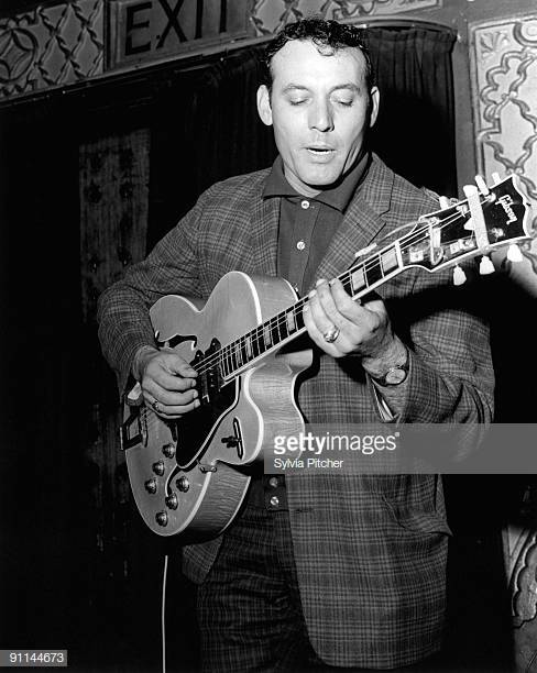 Carl Perkins died on this date January 19 in 1998. Photo credit: Getty Images. #MusicGuterman #OTD https://t.co/d0UBwSa55L
