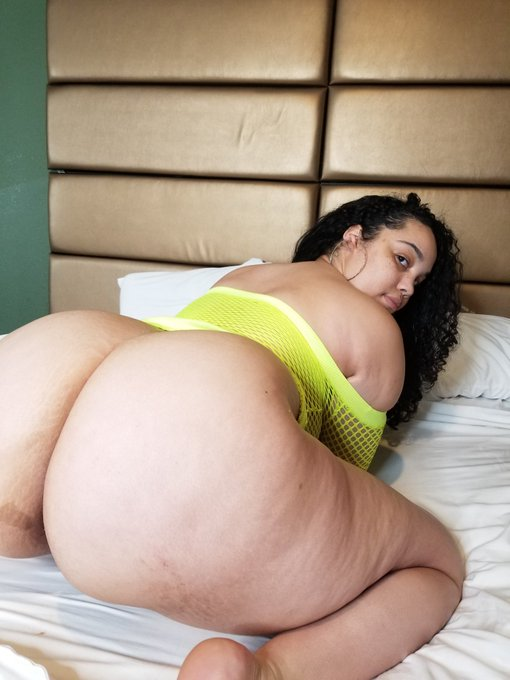 1 pic. Go follow this sexy BBW @gemgensui I had an amazing time working with her https://t.co/c8sdxU