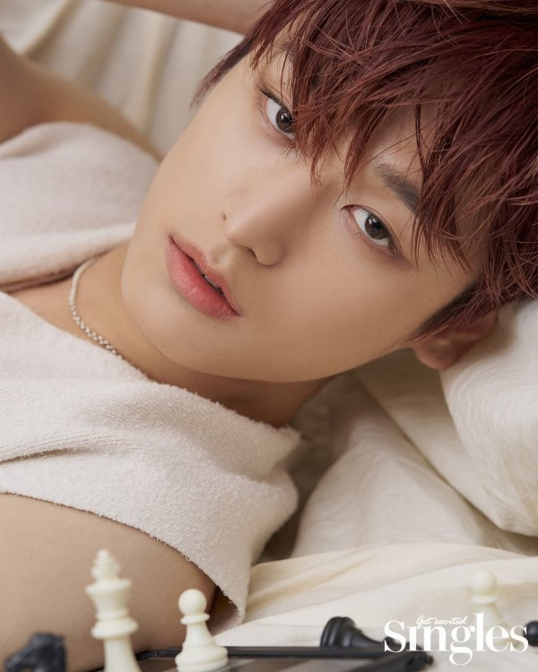 📸 Well hello there! THE BOYZ Juyeon looking handsome in his latest pictorial with Singles magazine He describes diversity and freedom as keywords that best describe him as he likes to try various things without hesitation Source: entertain.naver.com/read?oid=382&a…