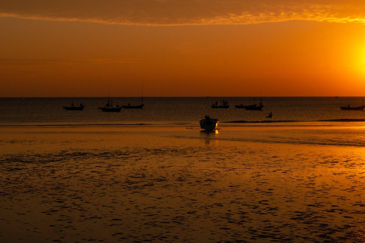 #photography #motorbike #walker  #thailand #travel #travelphotography  #sea #beach #sun #sunset #sunsetlovers #travelmotorbike  #sky #skyphotography #alone #alonetogether #alonetime  #seaofthailand #lonelyplanet #lonelytogether #sunofthailand☀️ #chanthaburitrip #chanthaburi