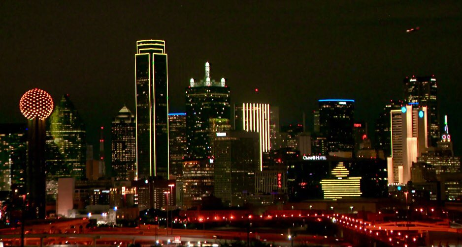 Dallas honors the 400,000 American lives lost to #COVID19.  #COVIDMemorial @NBCDFW