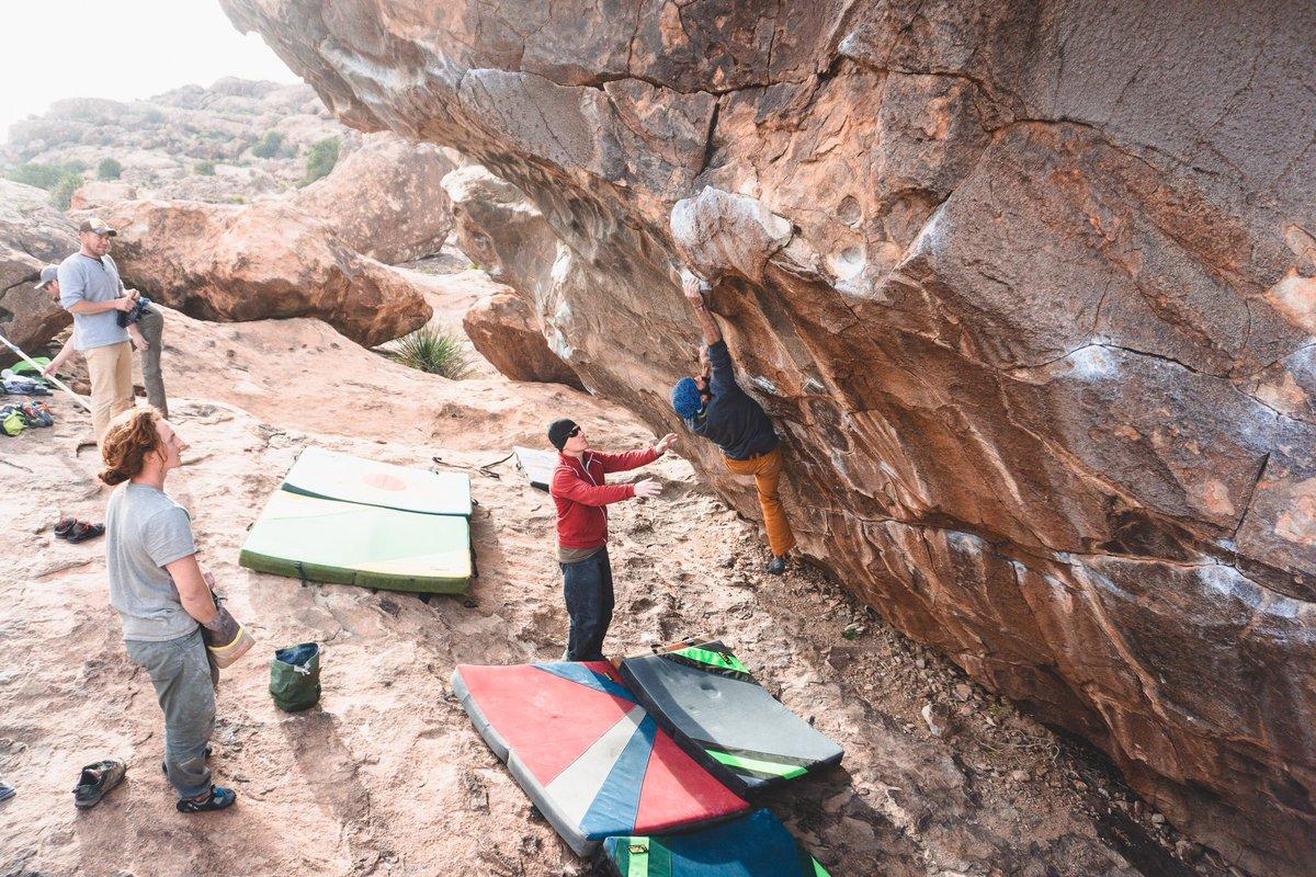 Trust your spotter! 🙌🏻  #Hueco #HuecoTanksBouldering #Texas #SkinCare #SkinRepair #CanadianMade #Climb #climbing #escalade #Climber #RockClimbing #Bouldering  #RockClimberLife #climbing_worldwide #ClimbingNation #AdventureStartsHere #MadeForAdventurers #OnsightCare