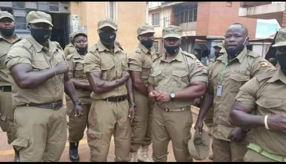 This is abuse of @PoliceUg uniform . These are kiffesi from a agym in Nakivubo. #M7Rigs2021  #FreeBobiWine  #WeAreRemovingADictator