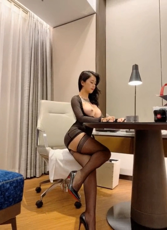 Chinese Office Lady is Waiting for