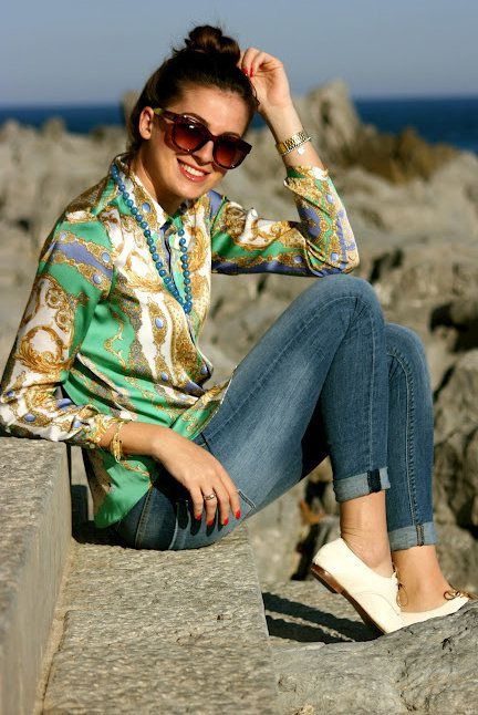 A silken paisley print blouse looks refined and chic teamed with cuffed jeans and cream-white lace-up loafers. #fashion #style #love #like #instagood #follow #photography #photooftheday #model #beautiful #art #beauty #fashionblogger #instagram https://t.co/LEp7dr0Mw3