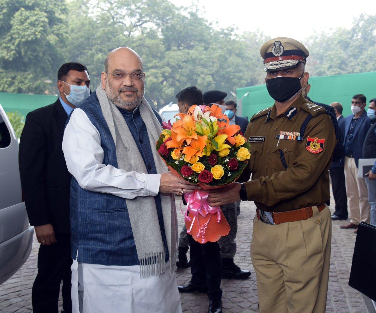 On 19.01.2021, Shri Amit Shah, Hon'ble Union Home Minister visited Delhi Police Headquarters and paid homage to brave Corona Warriors who lost their lives in the line of duty ...1/4... @CPDelhi @LtGovDelhi @PMOIndia @HMOIndia @AmitShah @kishanreddybjp @BhallaAjay26