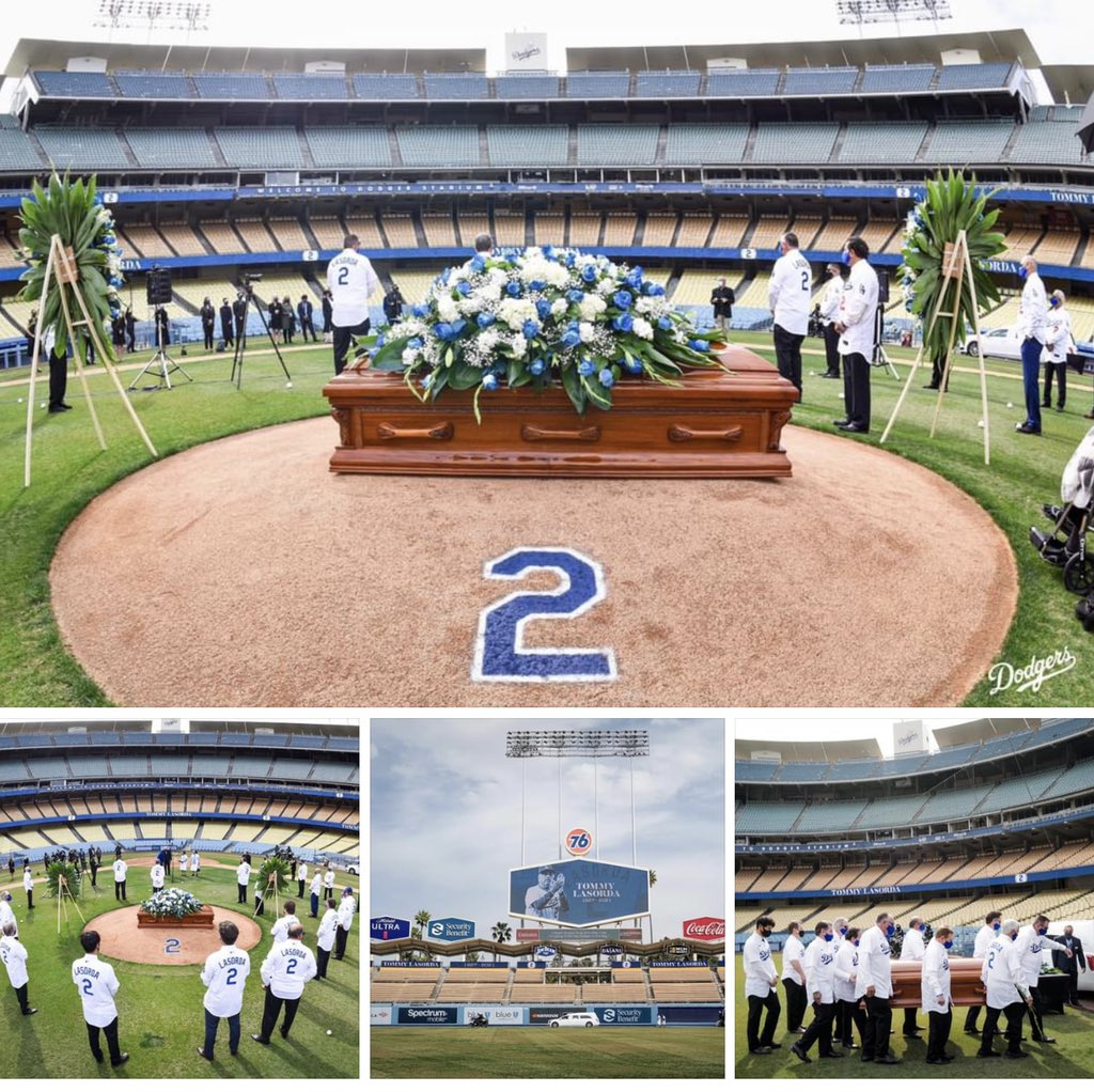 Beautiful moment... #Dodgers #bleedsblue #riptommylasorda