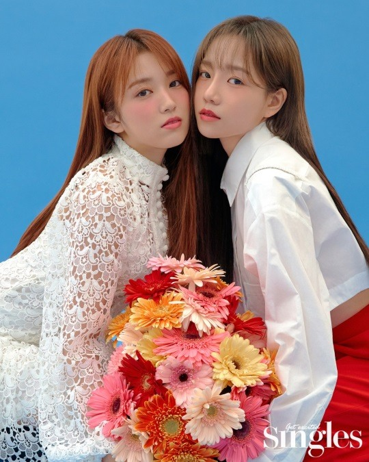 📸 Under the concept of Spring Fairies, IZ*ONE Yuri, Chaewon, Sakura and Nako team up with Singles magazine in their latest flower pictorial Source: entertain.naver.com/photo/read?cid…