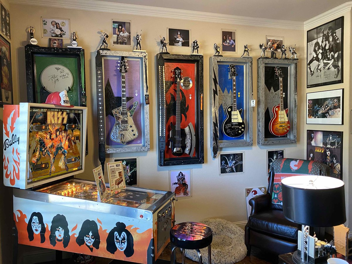 #CollectingKISS! Thanks to Bobby Tindel for sharing his #KISS office with us. Nice! #KISSARMYROCKS https://t.co/Ch0h00NxcW