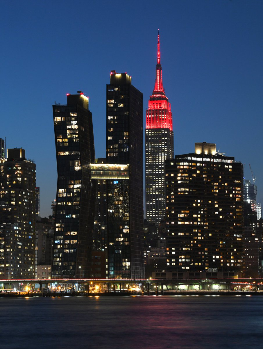 In New York, the Empire State Building flashed to honor those lost to Covid as well. #COVIDMemorial