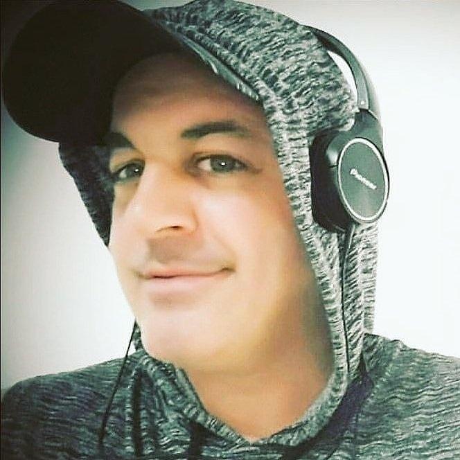 🎧🌊Ahora @djemilianorossi por  Red Puerto Libre FM 97.7 #Pinamar  #VillaGesell  FM 97.5 #Carilo FM 97.7 #LaPlata FM105.9 Lejos del Resto #HouseMusic  #Summer