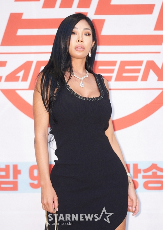 P Nation shares Jessi has been hospitalised for enteritis and is planning on getting discharged today, January 20 #GetWellSoonJessi Source: entertain.naver.com/now/read?oid=1…