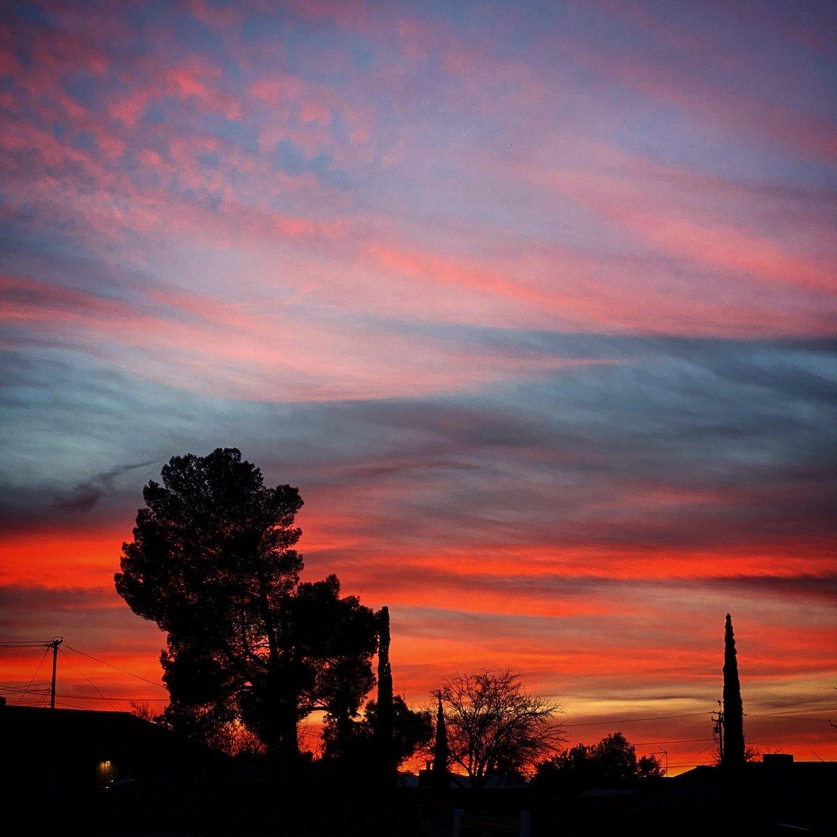 #photo #desertskies #desert #sky #photography #iphone #shotoniphone #shotoniphone11promax #photooftheday #naturephotography #photographer #photograph #power #landscape #sunrise #sunset #tree #clouds #stars #moon #colorful #nature #rainbow #mountains #horizon #pigpaint