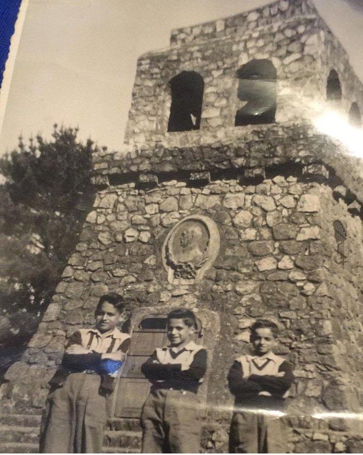 @FcoDarmendral @DaniloDelaRosa Esta foto es del 50. Mi papá con sus hermanos https://t.co/ORwlS2X6ou