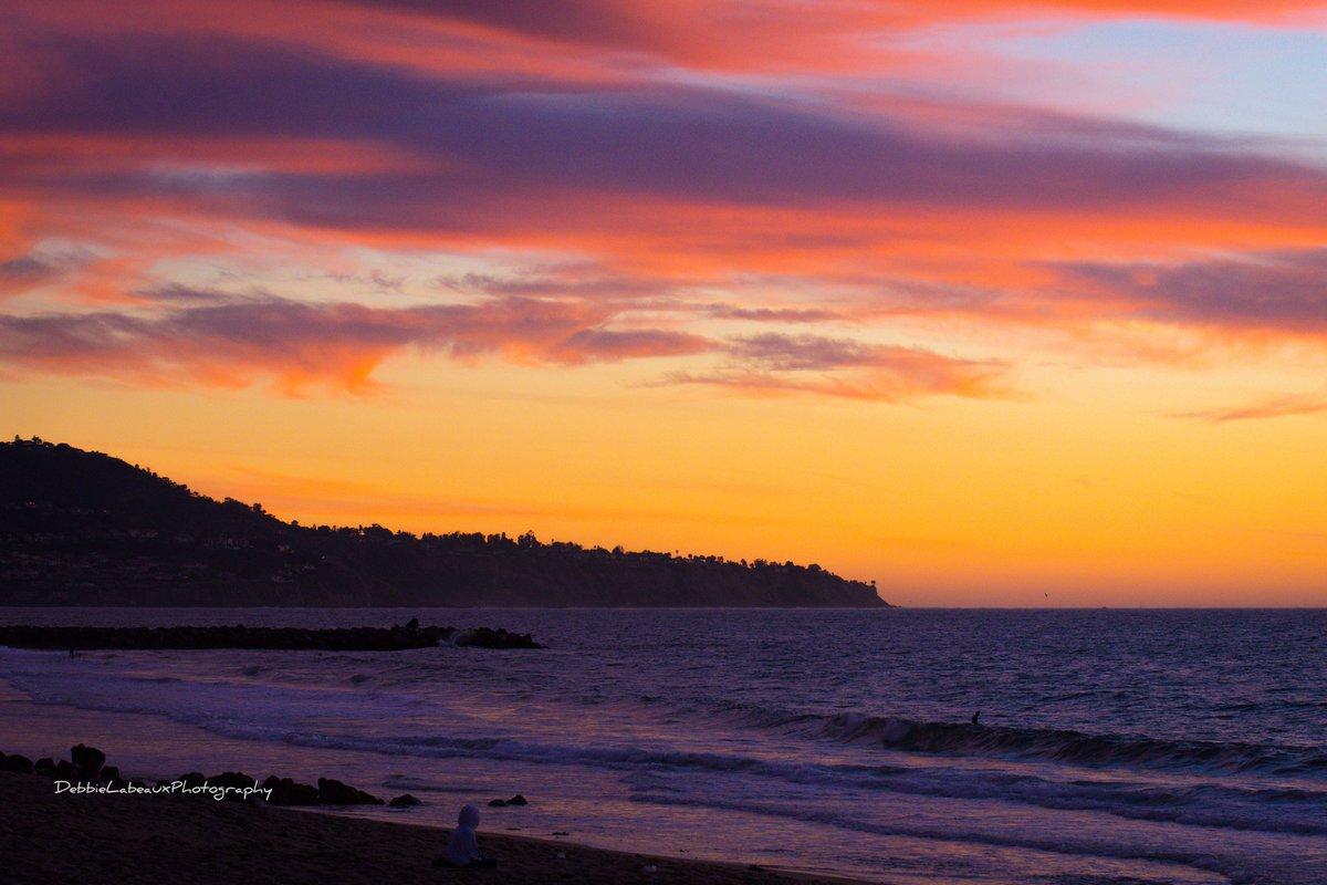 Sunset California #sunset #PhotoOfTheDay #travel #nikond850 #weather #nofilter #debbielabeaux @debbie_labeaux #shannasshots Just posted a photo @ Redondo Beach, California
