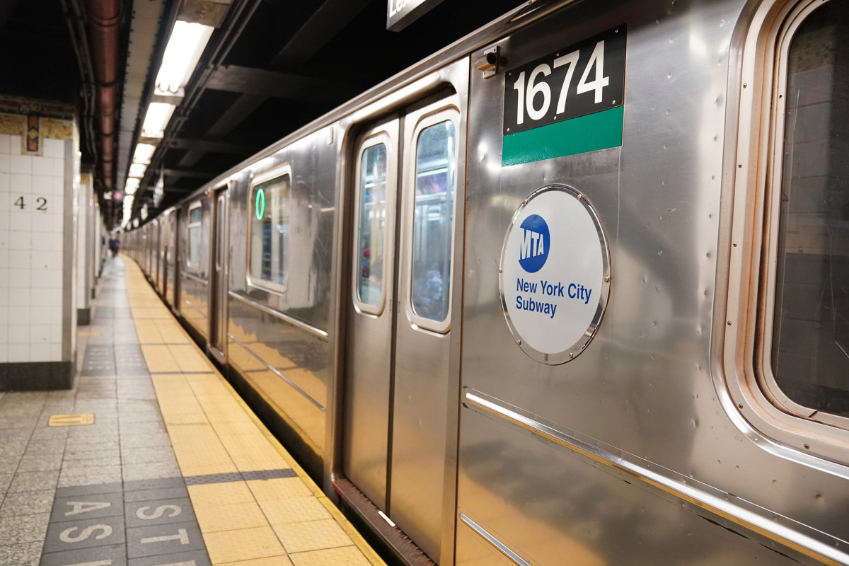 Wigdor LLP represents Plaintiff Kellie Walker, a 50-year-old Black attorney at MTA Bridges and Tunnels who alleges she was physically hit by her white male supervising attorney during the middle of an arbitration proceeding.   #MTA #EmpLaw