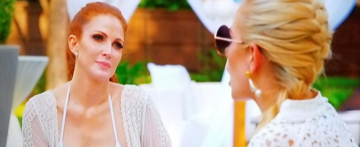 Dear Kathryn #SouthernCharm & Brandi #RHOD ... This is what the skin of a beautiful redhead is supposed to look like. That orange fake tan you both slather on makes you look both like giant oranges. JS