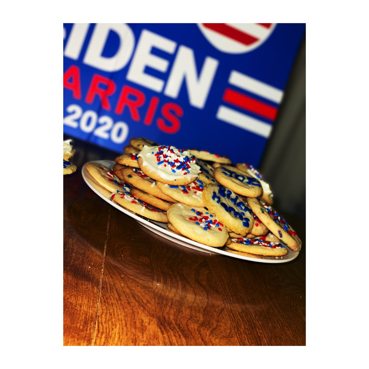 Sneak peek of the 46 #Inauguration2021 cookies I've made!!!  #BidenHarrisInauguration  @JoeBiden @DrBiden @meenaharris @KamalaHarris @DouglasEmhoff