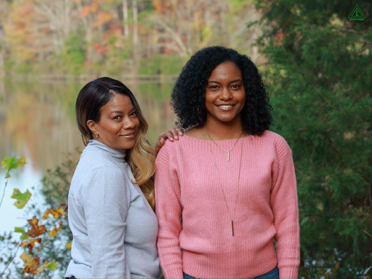 Mother & Daughter Outdoors Portrait  #portrait #portraitphotography #photooftheday #photoshoot #photographer #canon #canonphotography