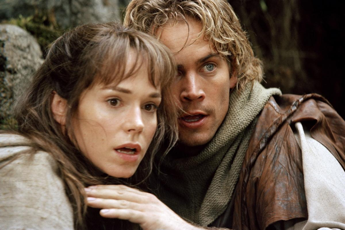 The #MovieOfTheDay is Timeline (2003). Based on the novel by Michael Crichton and starring Paul Walker and Frances O'Connor, this sci-fi adventure is about a group of archaeology and history students who time travel back to 14th century France to rescue their professor. #GBB https://t.co/RvuqIzxU7e