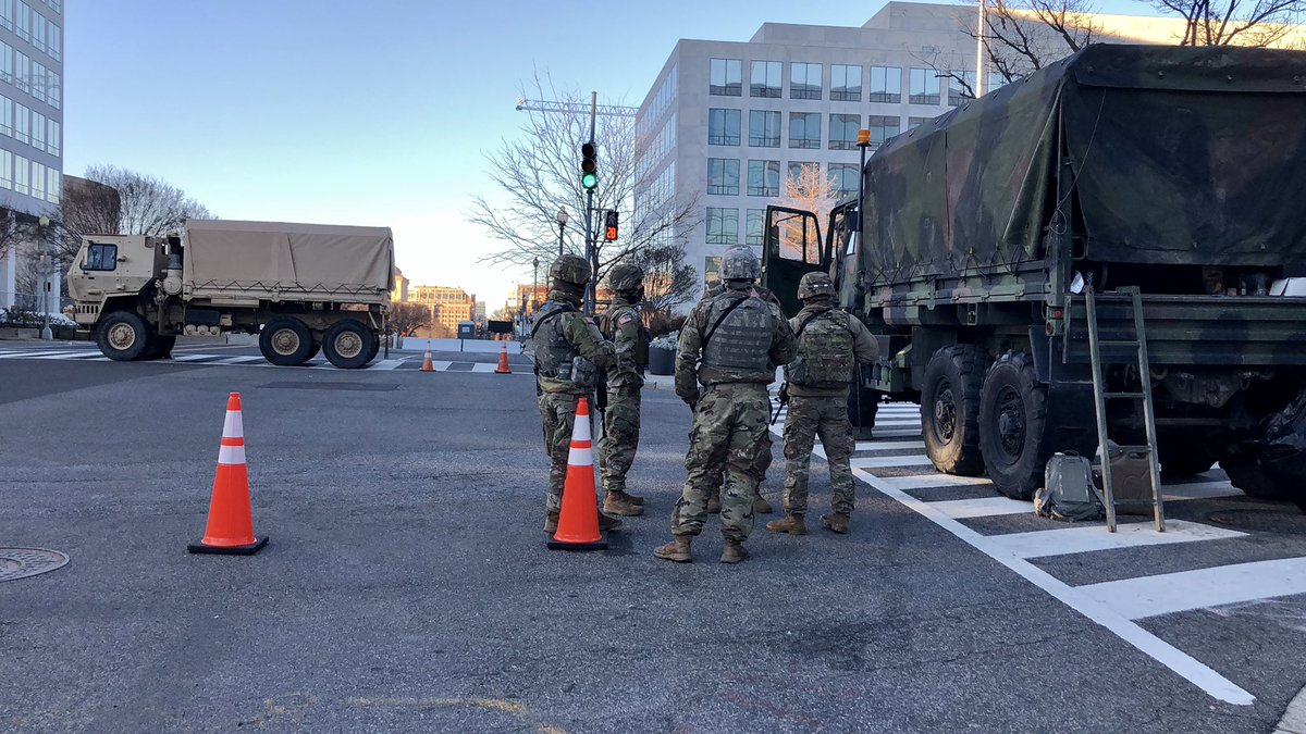 1/2 In pictures📸: Last day of President Trump in White House as the nation's capital prepares to welcome the 46th president of the US Joe Biden with 27K+ armed national guards & various security agency personnel occupy the empty streets. #DC #Inauguration2021 #USCapitol🇺🇸