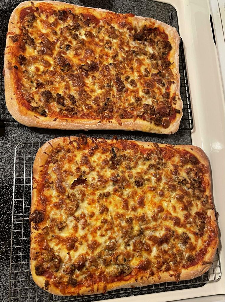 [Homemade] Pan Pizza #viral #trending #foodie #foodblogger #foodphotography #ff #tbt #ico