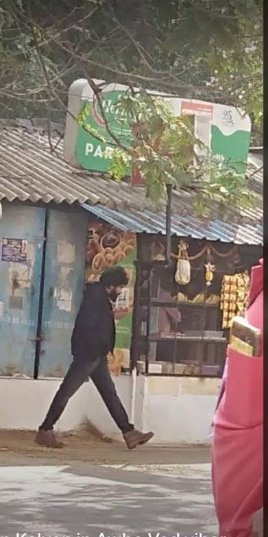 Oka Leaked Pic intha hawa cheyadam ekkadaina choosaaraa 🔥🔥 Aayana Nadisthe chaalu oka sanchalanam ayipoddi 😍 This is perfect example 🥳🥳  Only Happens For @PawanKalyan 🤗❤  #PawanKalyan #VakeelSaab  #VakeelSaabTEASER