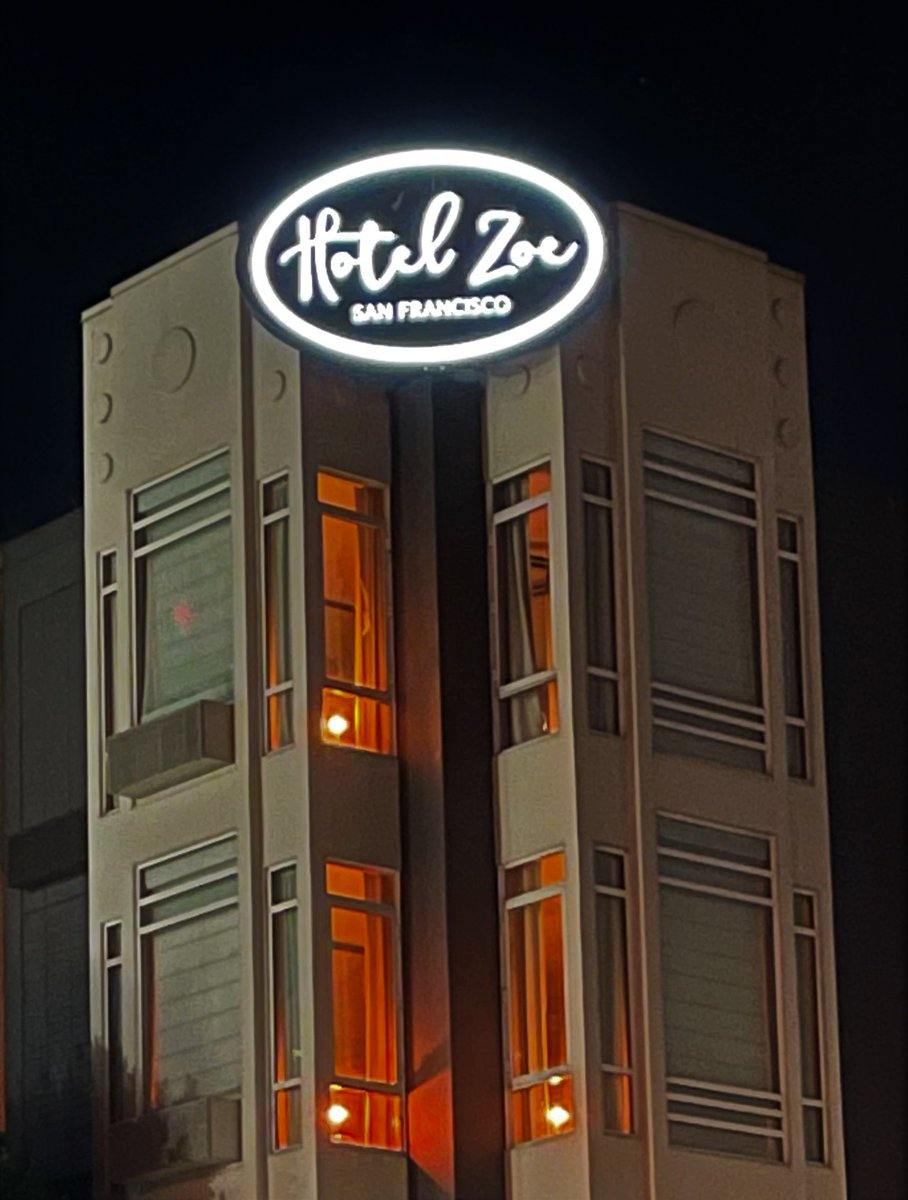 San Francisco's Hotel Zoe lights up AMBER to honor the memory of those lost to COVID-19. @HotelZoeFW #COVIDMemorial  Photo Credit: Diogo Vieira