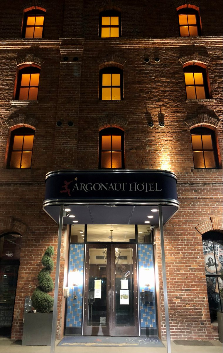 The Argonaut Hotel honors the lives lost to COVID by lighting up Amber (Photo credit: Stefan Műhle). @ArgonautHotelSF #COVIDMemorial