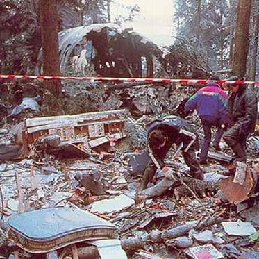 Today in History 1992 (29 years ago) Air Inter Flight 148, an Airbus A320-111, crashes into a mountain near Strasbourg, France killing 87 of the 96 people on board.  #Follow #knowledge #Knowledge_House #likeforlike #France