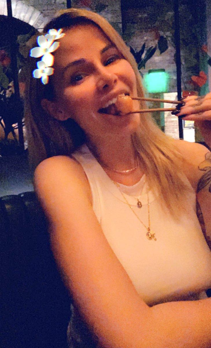 test Twitter Media - RT @2Dropsxxx: Dinner with my fav @MissJessaRhodes 💙 #babybrain https://t.co/Aw4QOUOk5o