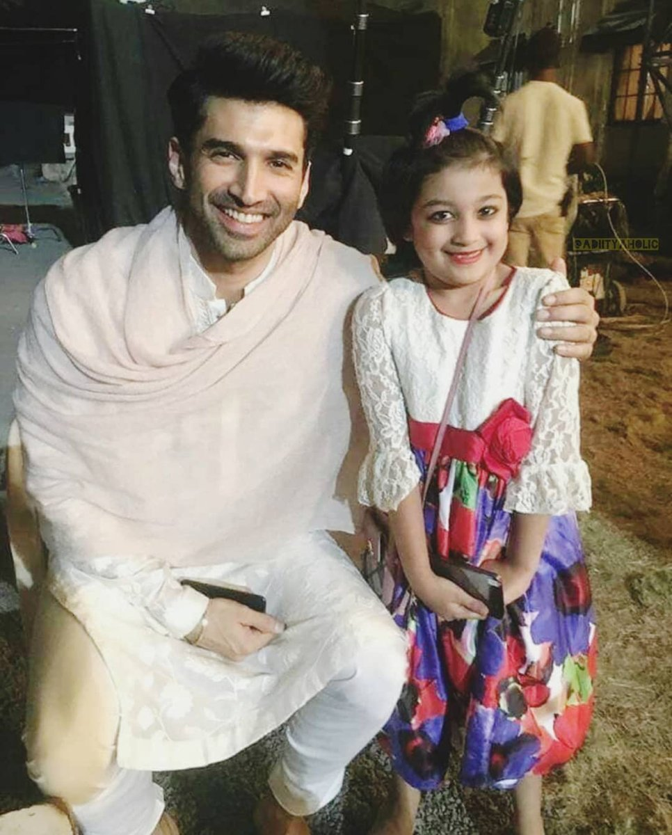 An adorable picture of #AdityaRoyKapur with a little fan from the sets of #Kalank.