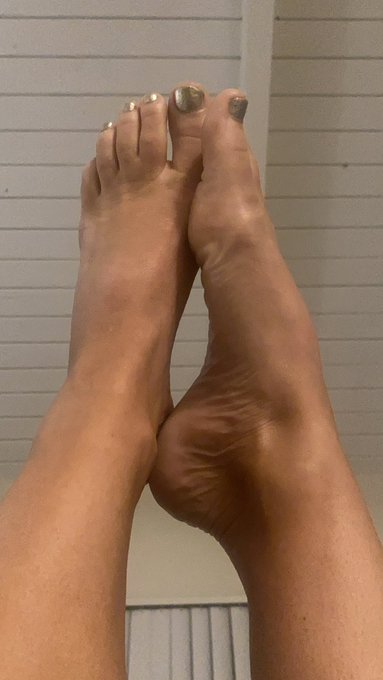 Bed time!!!!   Here's my feet. You're welcome foot guys. This ones for you. Sleep good. https://t.co