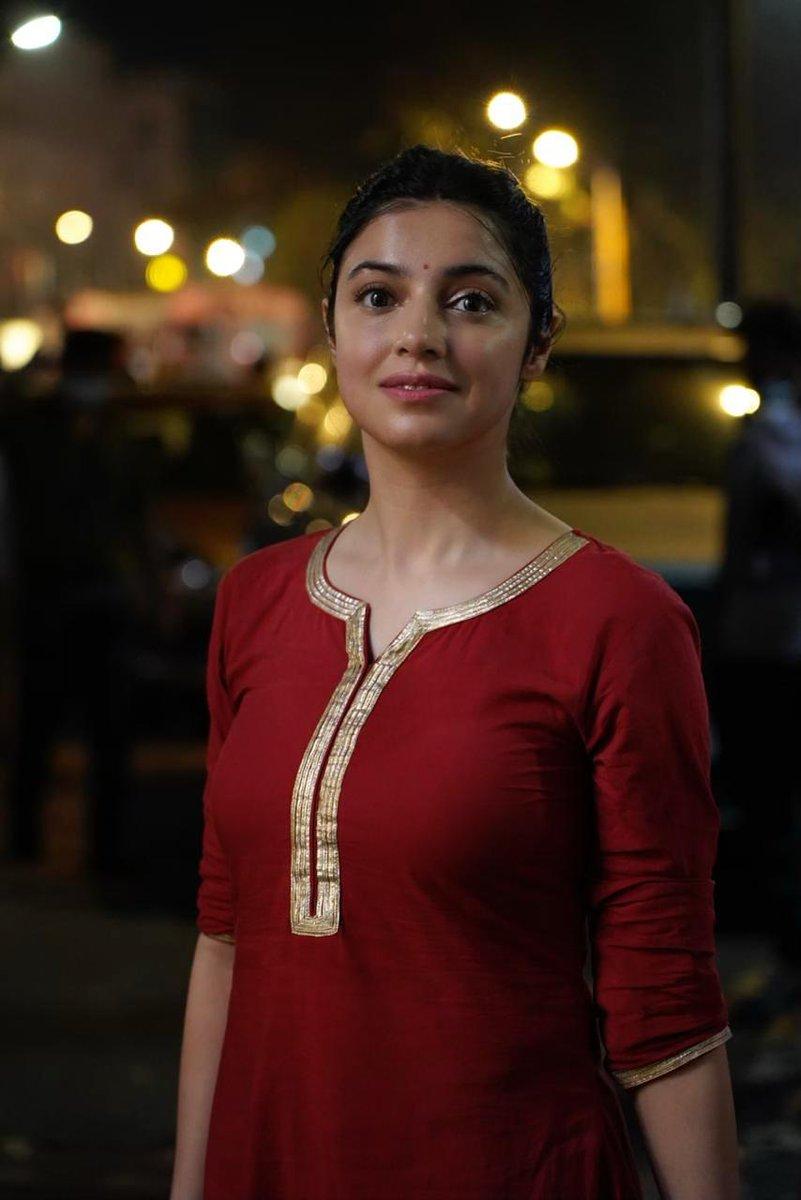 #DivyaKhoslaKumar gets clicked on the sets of her upcoming movie '#SatyamevaJayate2'.. . . @iamDivyaKhosla #SMJ2 #OnSet #shootdiaries #Bollywood #Actress #Celeb #BOI