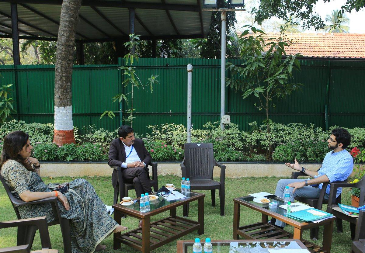 आज @ShivSena प्रवक्त्या व खासदार @priyankac19 जी आणि @swapanseth जी यांच्यासोबतच्या बैठकीत कला तसेच पर्यटनसंदर्भातील विषयांवर चर्चा झाली.