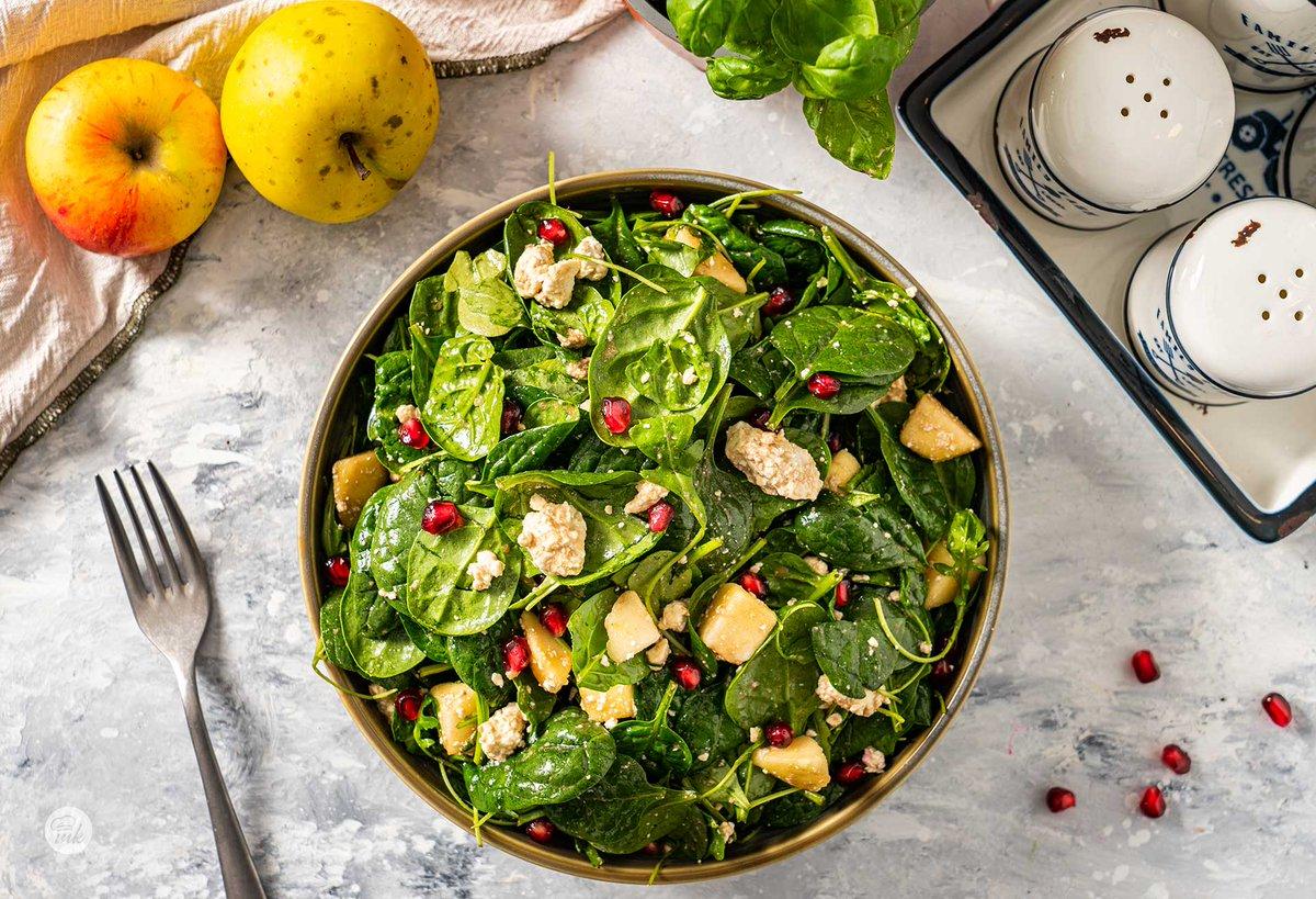 """🥗 Нашата #рецепта за салата с нар, ябълки и сирене """"Фета"""" е иделна за едно леко и здравословно похапване на обяд.👌 📌Вижте как можете да я приготвите тук👉https://t.co/agczejRMyB #Food #Foodie #recipes #recipe #salad #HealthyFood #HealthyEating #delicious #photography #foodart https://t.co/7JvpN49A7R"""