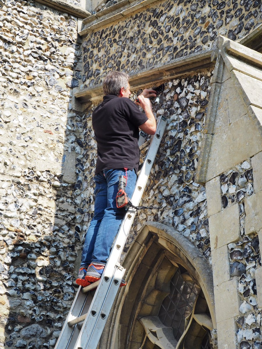 Thnks to @HeritageFundUK & special @NaturalEngland licence our expert ecologist has installed porch shelving to catch droppings👏Access points to the interior have been blocked, but roosting sites in the eaves & tower remain. We've also put bat boxes in the churchyard #thread 6/7