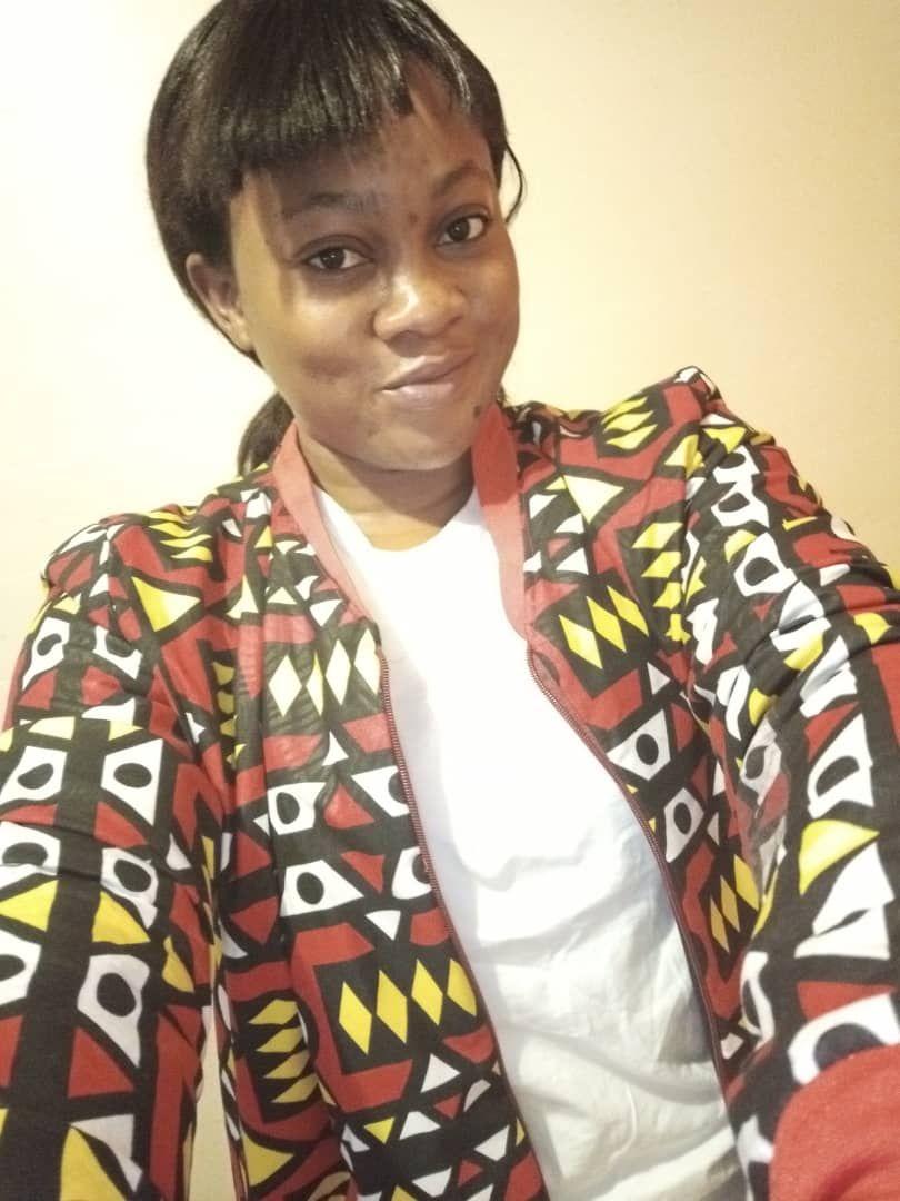 #Thread Rencontrez Amandine Carine NJEUGEUT MBIAFEU notre 1er #profile_de_la_semaine 2021. Amandine est Doctorante en Télédétection et SIG, Option : Climat Environnement et Développement Durable au Centre Universitaire de Recherche et d'application en Télédétection ( #CURAT) 1/5